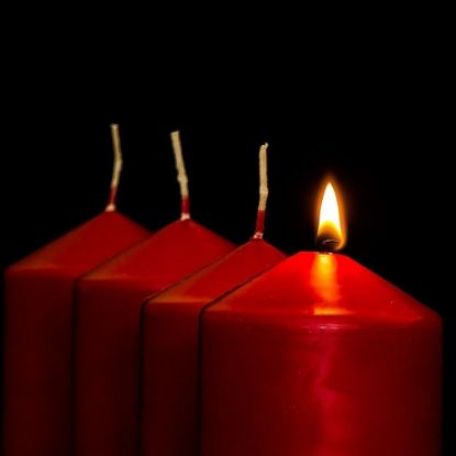 Red-Candles-min-min